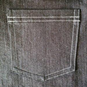 Непрямоугольный карман с двойной отстрочкой