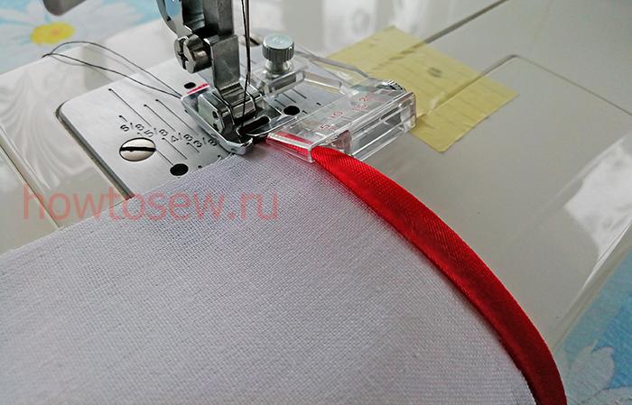 Вкладываем срез ткани между слоями бейки